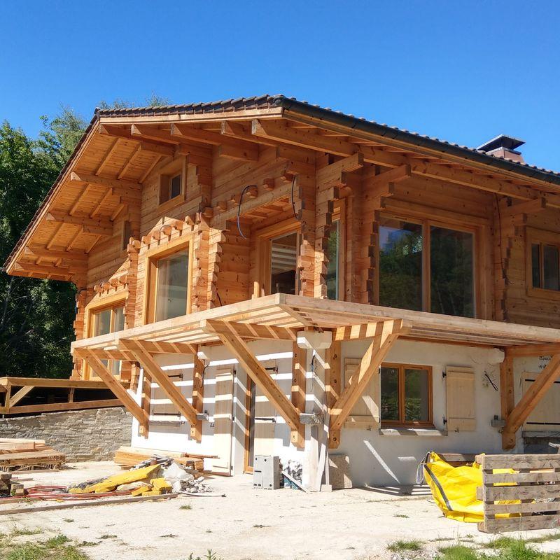 Repair of a log cabin